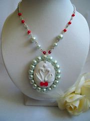 SWEET LOLITA SWANS IN LOVE Cameo Necklace - White Mint Faux Pearl Red Glass Beaded