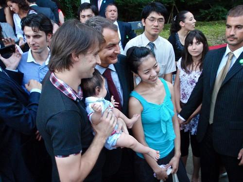 Baño de masas de Zapatero en Japón