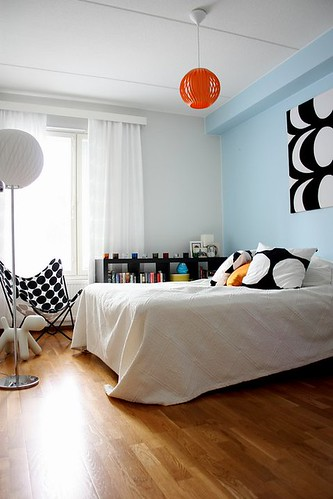 New styling of the bedroom: The Black and White Marimekko Theme