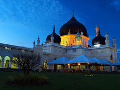 28th of Ramadhan at Zahir Mosque - till we meet again... (Encik Capin) Tags: mosque ramadhan aidilfitri kedah masjidzahir capin xenocapin 1260mm