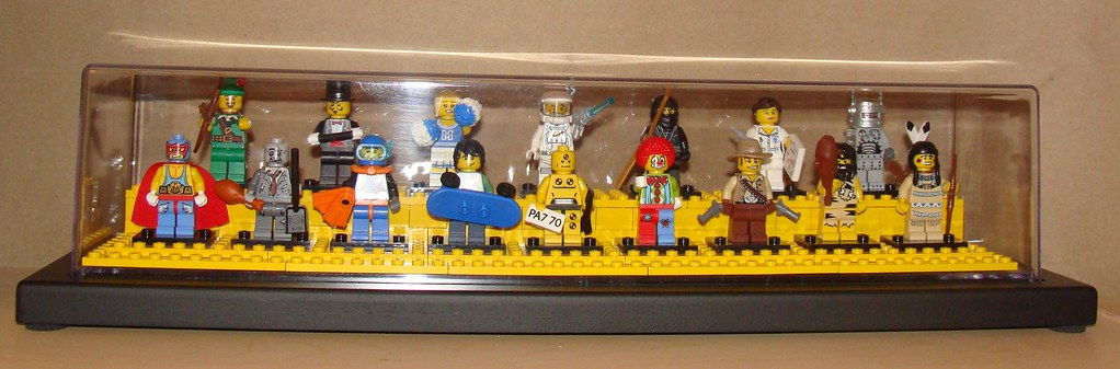 LEGO Collectible Minfigures Series 1 in Display Case