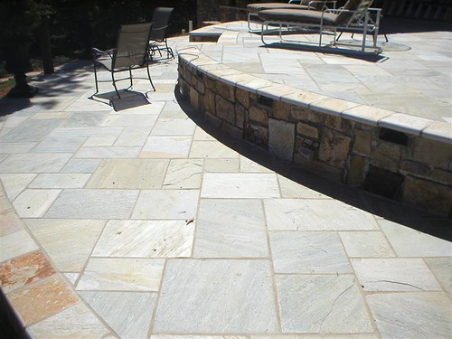 flagstone patio with square-cut stones for regular geometric pattern of this blue tinted stone from China