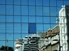 20100908 Türkei Istanbul Gebäude Spiegelung (4) (j.ardin) Tags: reflection window turkey ventana barco ship fenster türkiye istanbul finestra turquie türkei reflejo bateau fenêtre spiegelung schiff estambul turquía navire miroitement