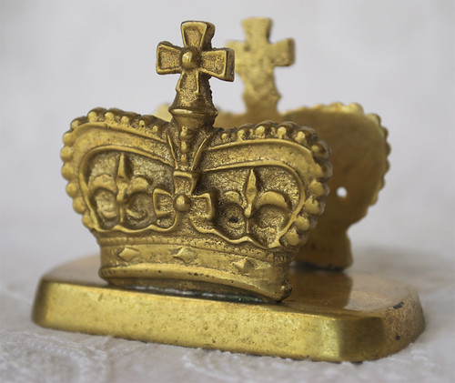 Vtg-Brass-Royal-Crown-Letter-Holder-2