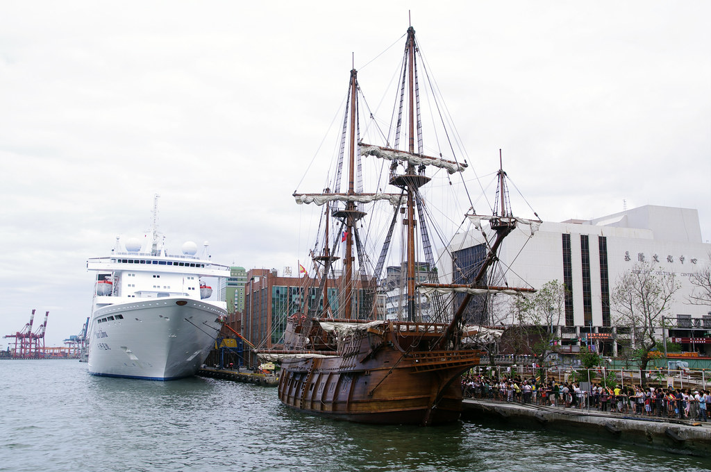 颱風來了! 仿古戰艦進港避風