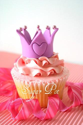 Princesses love ballet : Crown