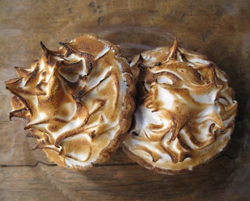 Passionfruit meringues