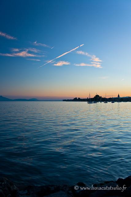 Early sunset on the Geneva lake