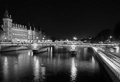Paris, La Conciergerie + Pont au Change at night (marianboulogne) Tags: city nightphotography bridge urban blackandwhite bw paris france water monochrome seine night reflections river lights mono europa europe noiretblanc nuit pary francja sekwana