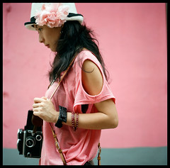 Pink (Lefty Jor) Tags: camera pink 120 6x6 film girl rolleiflex t day photographer kodak hasselblad macau misu planar 500cm carlzeiss portra160nc 80mmf28
