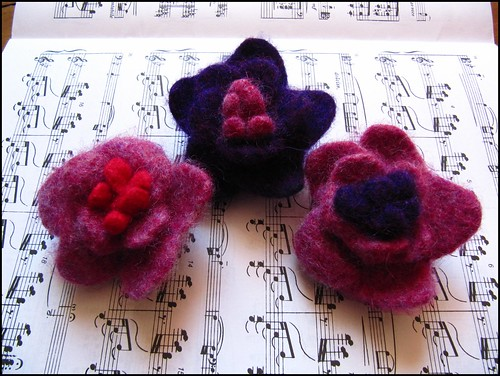 hanknit felted flower brooches/pins