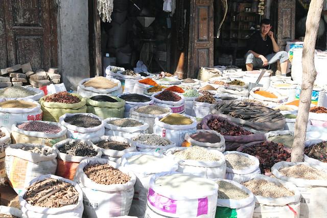 カシュガル旧市街の乾物屋