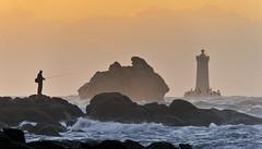 Le Pêcheur du Four (Brestitude) Tags: sunset lighthouse four fisherman brittany bretagne breizh pêcheur phare contrejour couchédesoleil finistère porspoder d700 brestitude ☆thepowerofnow☆ leuropepittoresque créatitudesnolimits