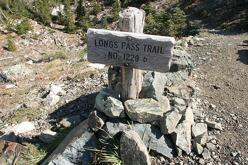 Pointing the way to Longs Pass