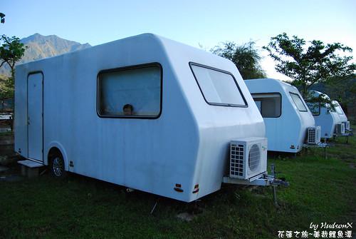 在水一方 露營車(2)