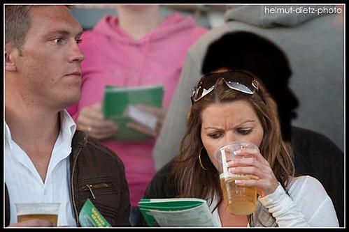 Welcher DWZRV Funktionär versteckt sich hinter der hübschen Biertrinkerin?