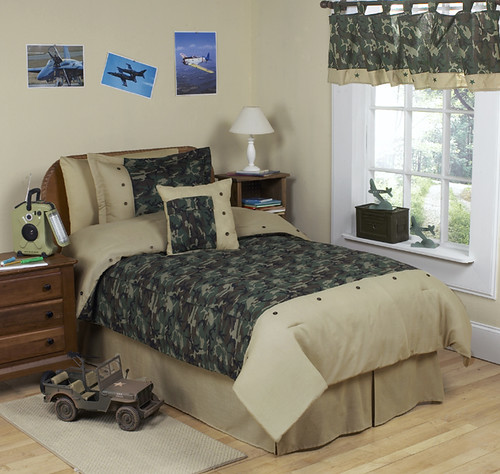 Enjoyable Camouflage Bedroom Decorations
