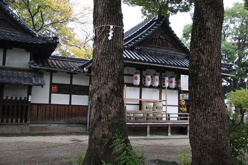 木立の中の拝殿/ Haiden