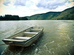 dingy days. . .;)))) (annems1) Tags: friends river bbq panasonic dingy watertow dmctz10