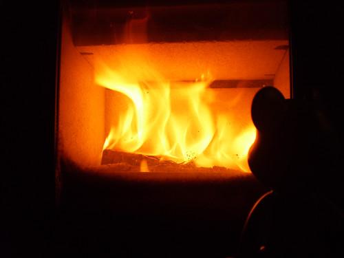 45/52 - cozy fire