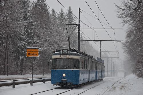 Gleich hat er die Stadt München verlassen: P-Wagen 2021 auf dem Weg nach Grünwald