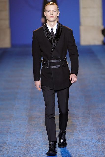 Victor Nylander3006_FW11_Milan_Versace(VOGUEcom)