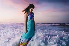 by the waves/pelas ondas
