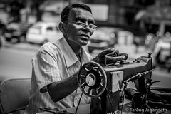 Roadside : A taylor sews using an old sewing machine (Tarang Jagannath : http://www.TarangJagannath.com) Tags: roadside 365portrait portrait blackandwhite india sewing machine