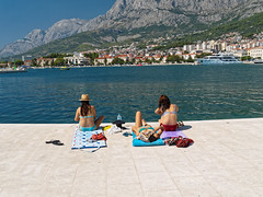 2016.08 - Makarska, Croatia (rambles_pl) Tags: sky sea mountain mountains beach people girls croatia makarska summer sun