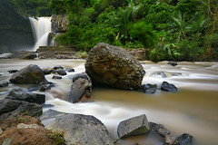 Tegenungan (tropicaLiving - Jessy Eykendorp) Tags: bali canon river indonesia landscape eos waterfall rocks lee filters 1022mm canonefs1022mmf3545usm 50d canon50d bigstopper