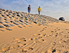 Returns after being lost (TaMiMi Q8) Tags: sky people sand desert kuwait q8 tamimi