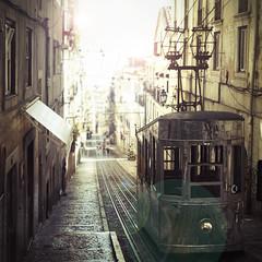 Obrigada, Lisboa [Explore] (Sabela Eiriz) Tags: street new old light summer sun hot bus luz sol portugal calle rocks lisboa lisbon tram m verano viejo portuguese nuevo calor destello tranvia piedra pavin sabela adoquin eiriz pezgata