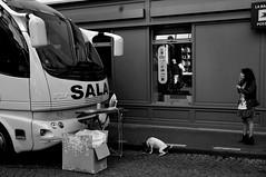 rue Yvonne Le Tac (lachaisetriste) Tags: portrait blackandwhite bw chien paris nikon noiretblanc femme montmartre nb rue fer vhicule d700 expressyourselfaward 4tografie