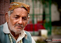Those who are free of resentful thoughts surely find peace. (Muhammad Fahad Raza) Tags: street old light portrait man photography eyes lowlight thought expression cemetary low streetphotography streetportrait oldman thinking shia features punjab wrinkles deepthought wrinkled rawalpindi ppa behindtheveil muslimman zuikodigital50mmf20 wrinkledman pakistaniphotographersassociation pakistanipublic alleysofrawalpindi shiacemetary shiaman shiamanfromrawalpindi