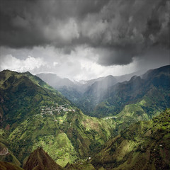 Rainshower over El Aguacate (RoryO'Bryen) Tags: travel storm mountains film latinamerica southamerica beautiful analog digital 35mm landscape interesting travels colombia rangefinder paisaje hills tormenta hermoso hermosa kolumbien americas tombs downpour montaas montagnes cauca amricalatina shaftsoflight colombie amriquelatine rainshower amricadelsur shaftoflight chaparrn nofilters latinoamrica leicam aguacero tierradentro superaplus aplusphoto elaguacate messsucher roryobryen leicam9 copyrightroryobryen superelmar18mmf38