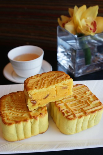 Four Seasons' Lung King Heen Mooncakes