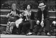 (It's Stefan) Tags: park street people blackandwhite bw man blancoynegro monochrome japan kyoto sitting noiretblanc watching relaxing kansai biancoenero   siyahvebeyaz mafiastyle schwazweis  stefanhchst