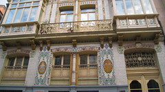 Oviedo (Filo Schira) Tags: door windows espaa architecture spain arquitectura puerta espanha asturias ventanas porte oviedo fachada espagne faade azulejos fentres