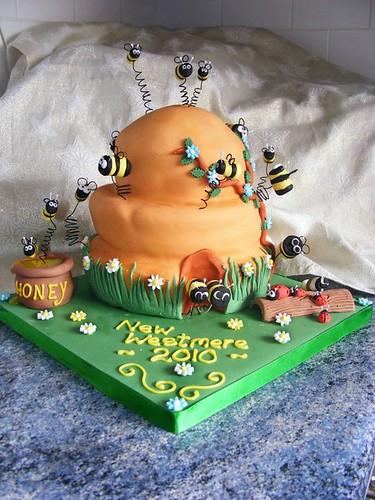 ~ Bumble Bee Cake ~
