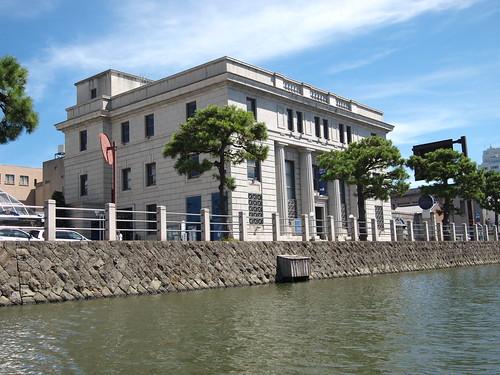堀川遊覧船よりカラコロ工房(旧日本銀行)を眺める