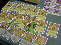それぞれ14枚ずつ配って使用カードを選択