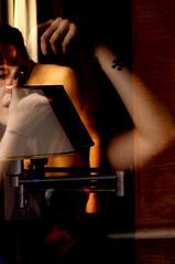 Espía (istar_world) Tags: españa sexy canon ventana hotel chica gente ciudad christian personas sexo galicia reflejo esther chico guapa burgos belleza perez desnudo habitacion ourense espia robado semidesnudo castillayleon valdeorras cotilla istar 1000d puertadeburgos estoa christianpérez paradelo