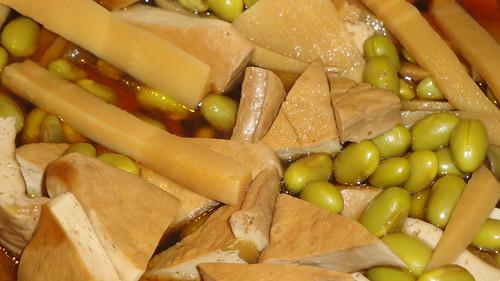 Edamame, bamboo shoots and dry tofu 紅燒筍豆和豆腐乾
