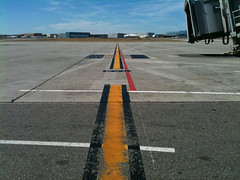 Just Follow the line (a3rO) Tags: tls toulouseblagnac lfbo