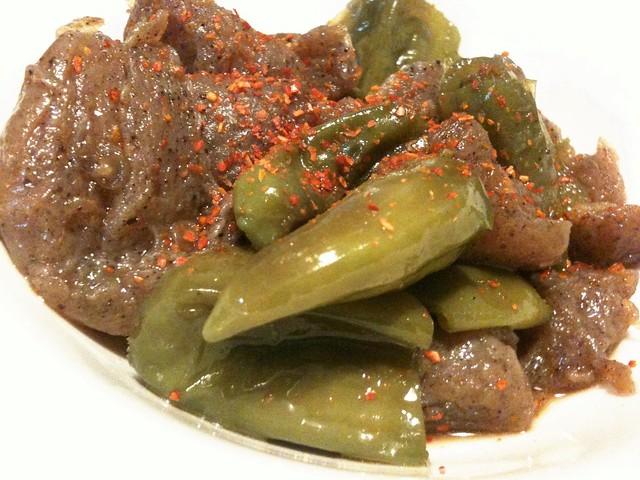 #jisui シシトウとこんにゃくのピリ辛炒め煮、うめーす!
