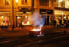 Held der Arbeit (Langi Zwofnf) Tags: berlin abend licht nacht herbst arbeit mitte dunkel 2010 schienen oranienburgerstrasse daskindimmanne huschhuschhuschdieeisenbahn