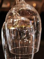 El brillo en el cristal (carlos_ar2000) Tags: light abstract reflection luz glass argentina buenosaires crystal reflected reflejo montserrat curve abstracto cristal copa curva digitalcameraclub
