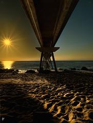 El Pont ... (Paco CT) Tags: barcelona sky sun sol port spain cielo esp 2010 badalona digitalblend pantalan pontdelpetroli pacoct