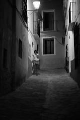 La llamada. (BuRegreg) Tags: street people bw byn blancoynegro monocromo calle mujer streetphotography bn chinchilla nocturna 2010 castillalamancha callejera sinflash estremità mygearandmepremium mygearandmebronze