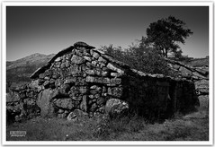 Gers #31 (r.batista) Tags: portugal canon ruins oldhouse vacations 2010 parquenacionaldapenedagers ilustrarportugal penedagersnationalpark